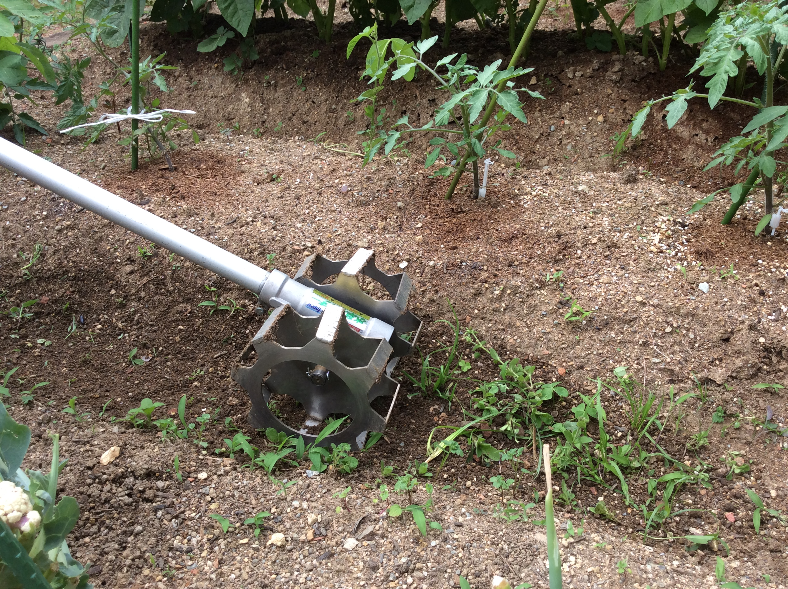 3.畑やグラウンド、庭の草削りにも使用可能